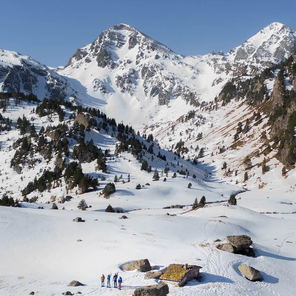 Nuit dans une cabane en Ariège sous la neige à 2000m